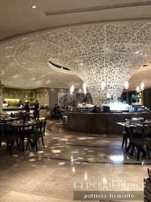 Foto 11 - Interior di The Cafe - Hotel Mulia oleh Patsyy