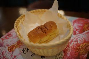 Foto 5 - Makanan(Garlic Bread) di Sonoma Resto oleh Fadhlur Rohman