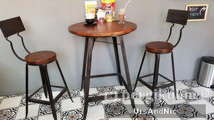 Foto 7 - Interior di Nongkee Coffee oleh UrsAndNic