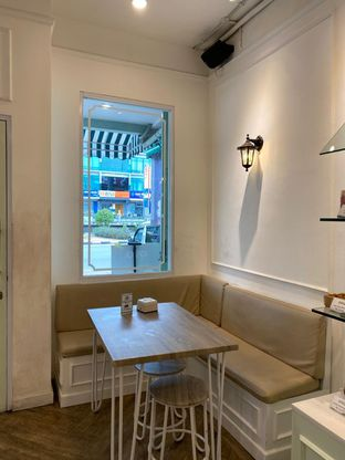 Foto review Dandy Co Bakery & Cafe oleh rennyant 6