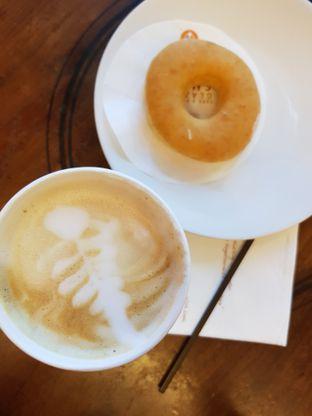 Foto 1 - Makanan di J.CO Donuts & Coffee oleh Amrinayu