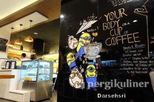 Foto 6 - Interior di Workroom Coffee oleh Darsehsri Handayani