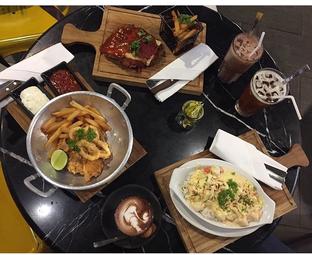 Foto 1 - Makanan di Kabinet Coffee Co. oleh @yoliechan_lie