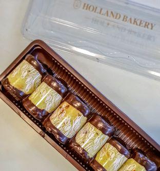 Foto 6 - Makanan(Banana Roll) di Holland Bakery oleh Adhy Musaad
