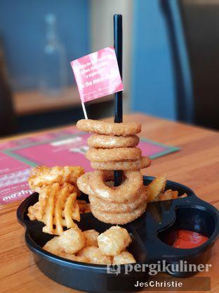 Foto 2 - Makanan(Fries Platter) di Steak Hotel by Holycow! oleh JC Wen