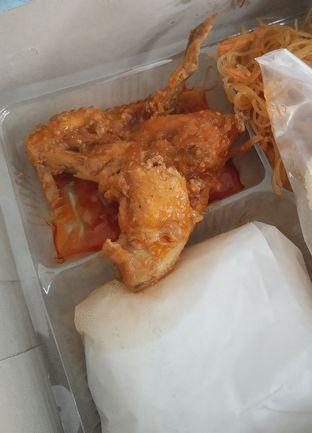 Foto 2 - Makanan(Nasi Kotak Gulai Ayam (IDR 20k) ) di Warteg Gang Mangga oleh Renodaneswara @caesarinodswr