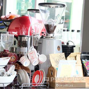 Foto 4 - Interior di Nongkee Coffee oleh Darsehsri Handayani