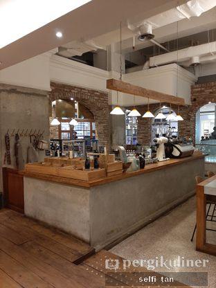 Foto 5 - Interior di Sajiva Coffee Company oleh Selfi Tan