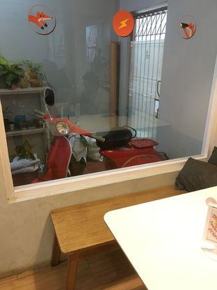 Foto 4 - Interior di BROWNFOX Waffle & Coffee oleh Prido ZH