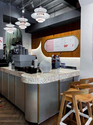 Foto 5 - Interior di Mae Coffee & Eatery oleh houseofoodies