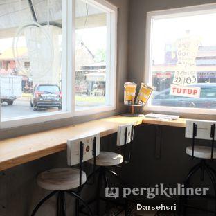 Foto 7 - Interior di Nongkee Coffee oleh Darsehsri Handayani