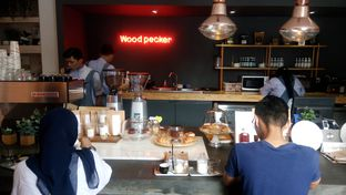 Foto 1 - Interior di Woodpecker Coffee oleh yudistira ishak abrar