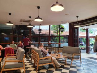 Foto 5 - Interior di Upnormal Coffee Roasters oleh Pengembara Rasa
