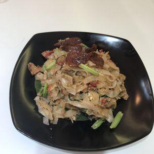 Foto 1 - Makanan(Kwetiau Goreng) di Kwetiau Akang oleh The Fat Deers