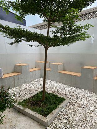 Foto 13 - Interior di Those Between Tea & Coffee oleh Jeljel