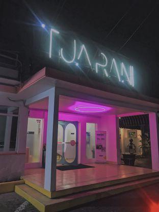 Foto 4 - Interior di Tjarani Cafe oleh @qluvfood