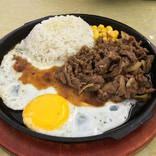 Foto 1 - Makanan(Beef Black Pepper) di CesCes Hot Plate oleh Rinarinatok