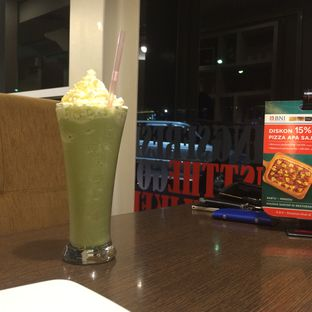 Foto 1 - Makanan(Green Tea Shake) di Pizza Hut oleh defita desty anggraini