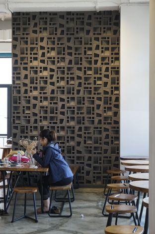 Foto 12 - Interior di Crematology Coffee Roasters oleh yudistira ishak abrar
