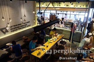 Foto 11 - Interior di Bermvda Coffee oleh Darsehsri Handayani