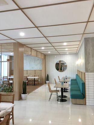 Foto 8 - Interior di Dailydose Coffee & Eatery oleh Prido ZH