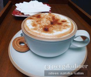 Foto 1 - Makanan(Creme Brulee Latte) di Red Door Koffie House oleh @NonikJajan