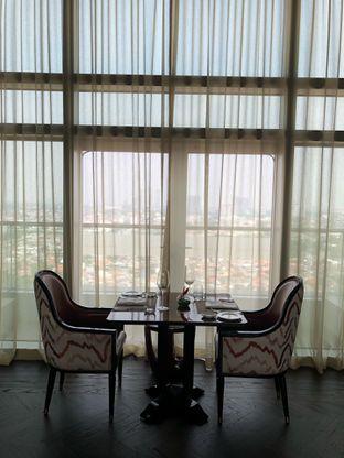 Foto 6 - Interior di Alto Restaurant & Bar - Four Seasons oleh feedthecat