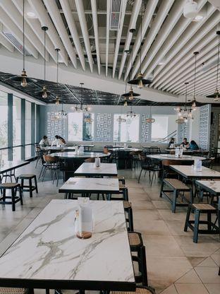 Foto 10 - Interior di Fish Village oleh deasy foodie