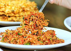 5 Tips Paling Ampuh Atasi Sakit Perut Akibat Kekenyangan Makan