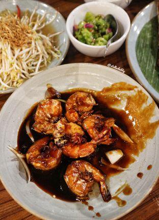 Foto 4 - Makanan(Udang goreng mentega) di Dermaga Makassar Seafood oleh Stellachubby