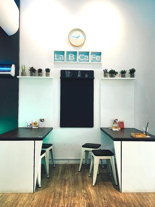 Foto 4 - Interior di Lab Cafe oleh Jeljel