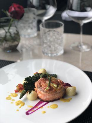 Foto 3 - Makanan(Pan Seared Salmon) di Basic Instinct Culinary oleh feedthecat