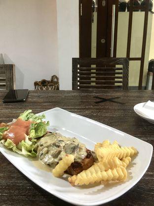 Foto 12 - Makanan di PLUIE Cafe & Resto oleh Prido ZH