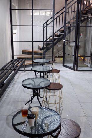 Foto 13 - Interior di Meneed Coffee Cuts oleh yudistira ishak abrar