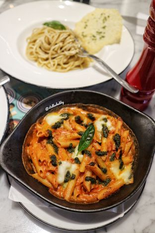 Foto 1 - Makanan(Penne nduja sausage) di Pizza Marzano oleh Stellachubby
