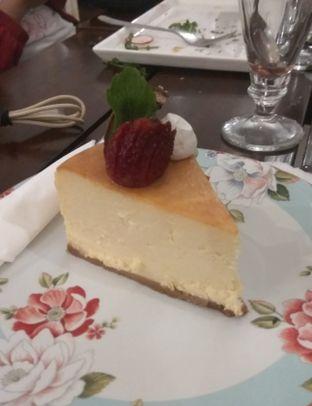 Foto 6 - Makanan(Lemon Cheese Cake (IDR 42k) ) di Onni House oleh Renodaneswara @caesarinodswr