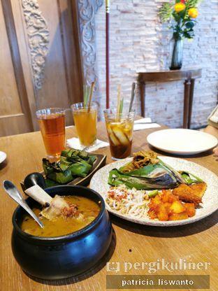 Foto 2 - Makanan(nasi bakar bebek betutu & sop  iga jukut ares  & tumbe tongkol) di Putu Made oleh Patsyy