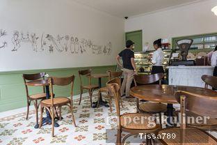 Foto 2 - Interior di Chicory European Patisserie oleh Tissa Kemala
