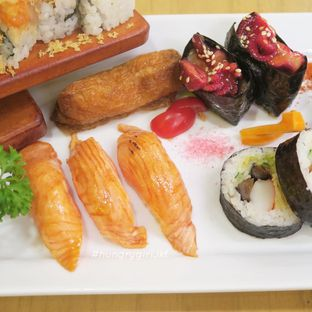 Foto review Umamya Sushi oleh Astrid Wangarry 5