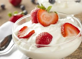 Pilih Greek Yoghurt Atau Yoghurt Biasa?