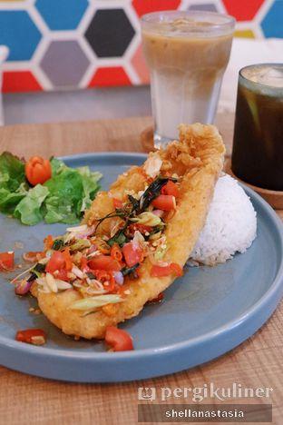 Foto 1 - Makanan(Dori Sambal Matah) di Kona Koffie & Eatery oleh Shella Anastasia