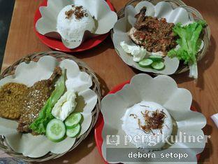 Foto 1 - Makanan di Ayam Gepuk Pak Gembus oleh Debora Setopo
