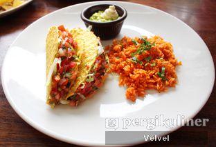 Foto 4 - Makanan(Burrito Chicken) di Amigos Bar & Cantina oleh Velvel