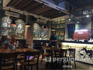 Foto 4 - Interior di Communal Coffee & Eatery oleh #alongnyampah