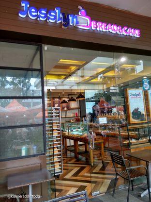 Foto 3 - Interior di Jesslyn Bread & Cake oleh doyan kopi