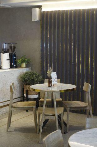 Foto 18 - Interior di Phos Coffee & Eatery oleh yudistira ishak abrar