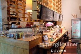 Foto 11 - Interior di Hummingbird Eatery oleh Darsehsri Handayani