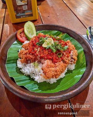 Foto 2 - Makanan(Ayam geprek sambal limo) di The People's Cafe oleh Rensus Sitorus
