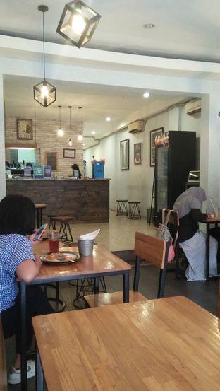 Foto 7 - Interior di De Facto Coffee & Eatery oleh Review Dika & Opik (@go2dika)