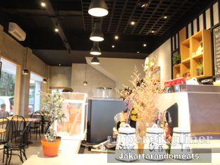 Foto 8 - Interior di Daily Press Coffee oleh Jakartarandomeats